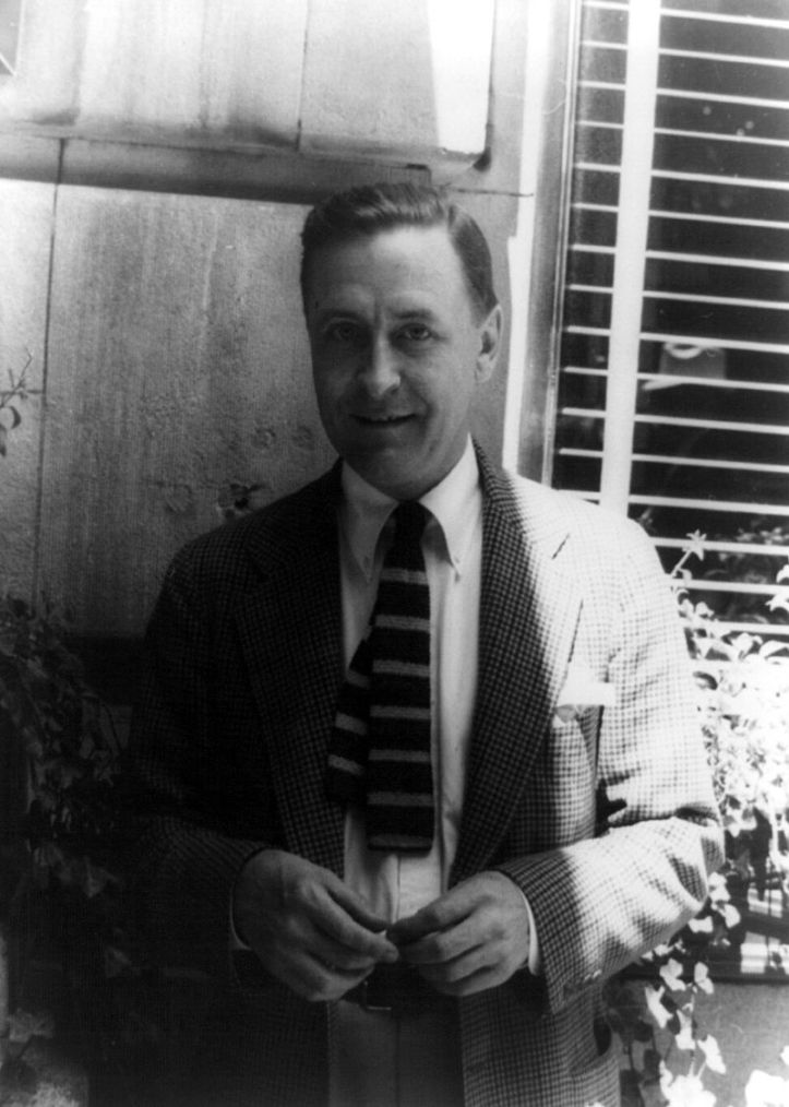 800px-Francis_Scott_Fitzgerald_1937_June_4_(1)_(photo_by_Carl_van_Vechten)